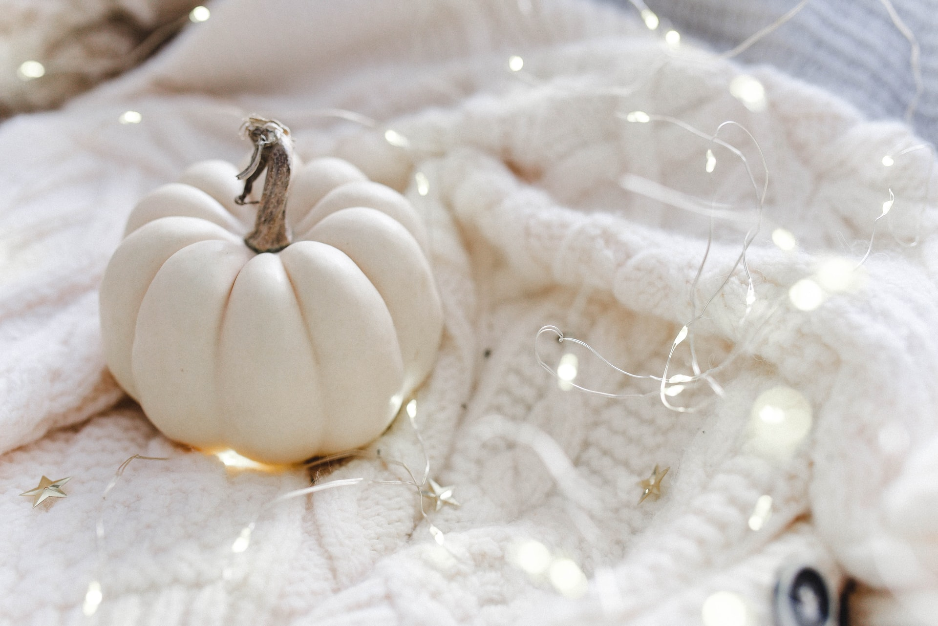 How to Make Your Apartment Extra Cozy for Fall